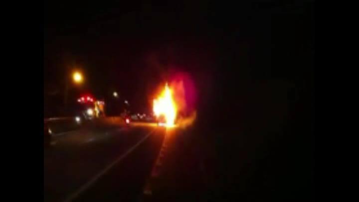 Carro pega fogo na SC-401