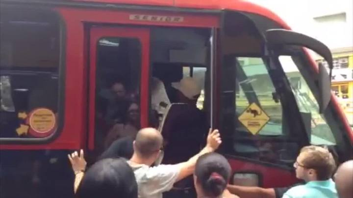 Motoristas de lotação brigam no centro de Porto Alegre. 31/01/2014