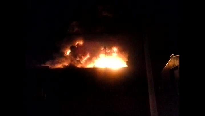 Incêndio atinge fábrica de componentes eletrônicos em Gravataí - 23/04/2014