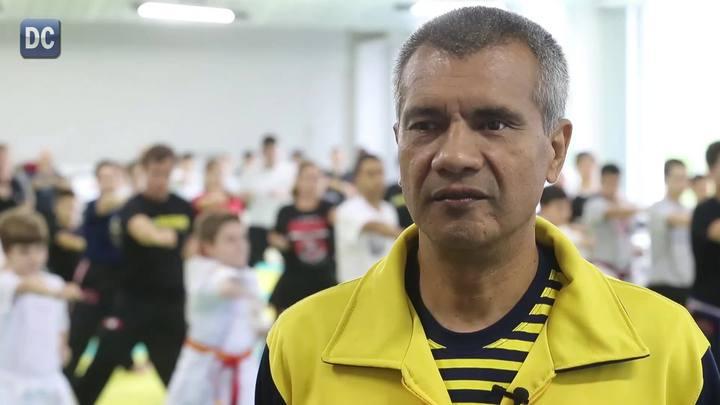 Chief Master Cesar Ozuna dá aulas de taekwondo songahm em Florianópolis