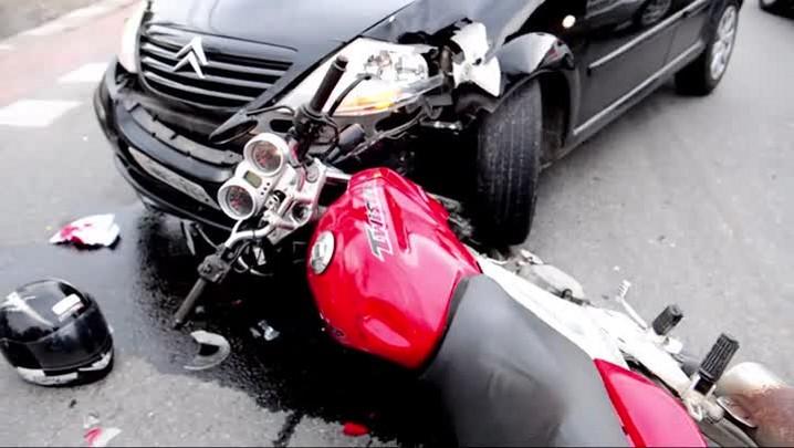 Motociclista sofre acidente a menos de um quilômetro da empresa