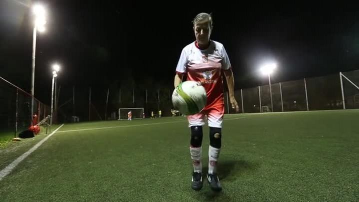 Boleira de 73 anos dá dica para o Inter jogar no gramado sintético