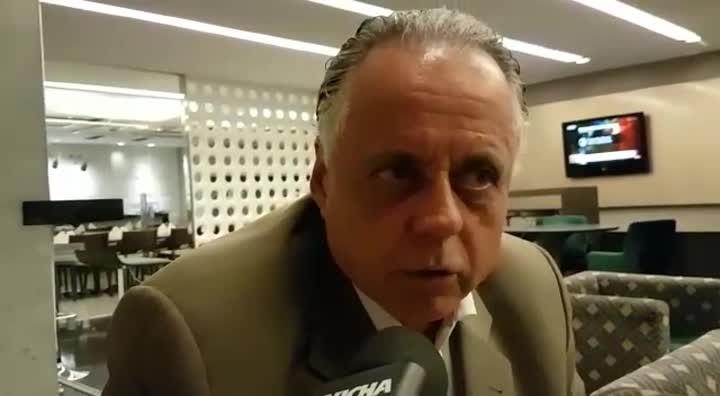 Fernando Carvalho fala sobre opções de Celso Roth