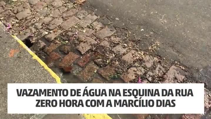Vazamento de água na esquina da Rua Zero Hora com a Marcílio Dias