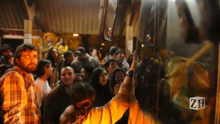Manifestantes voltam de ônibus após protesto na Avenida Ipiranga