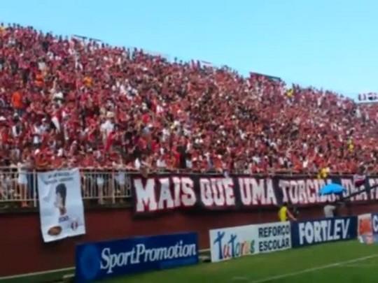 Festa da torcida nas arquibancadas da Arena Joinville