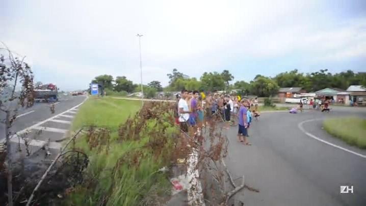 Protesto dos moradores da região das ilhas na BR-290