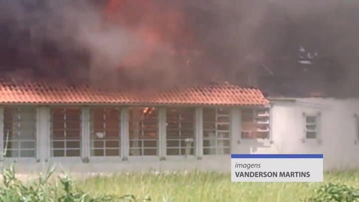 Incêndio atinge escola em São José, na Grande Florianópolis
