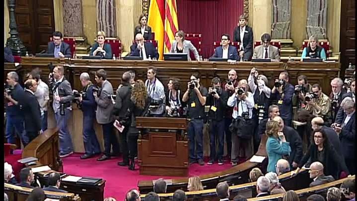 Parlamento da Catalunha aprova processo de independência