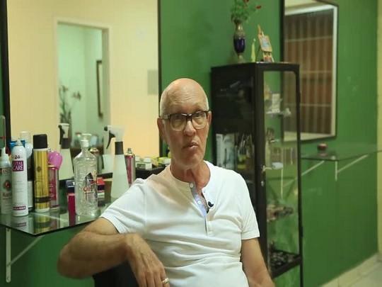 Cabeleireiro explica o processo de criação da peruca do Senhor dos Passos