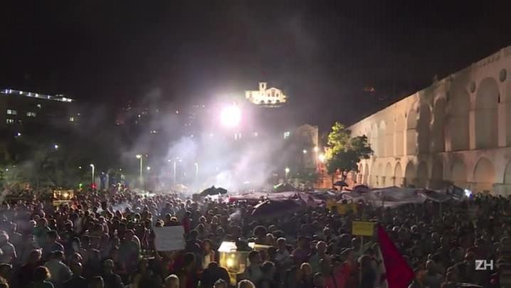 Lula em ato contra impeachment no Rio
