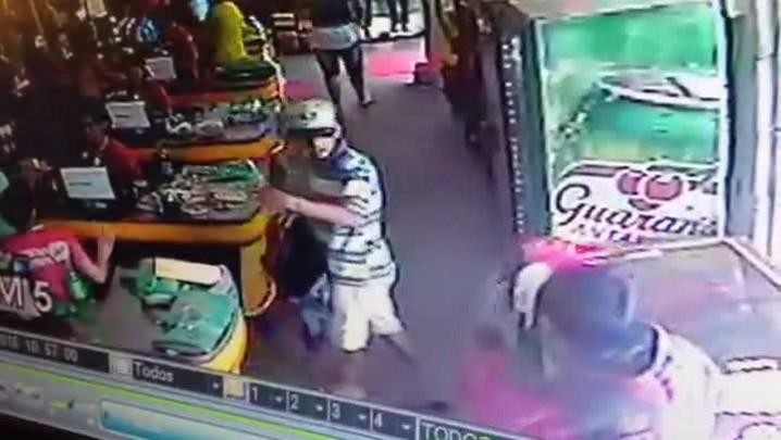 Câmeras de monitoramento flagram tentativa de assalto a mercado em Joinville