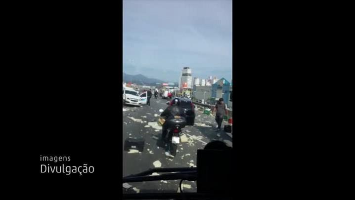 Acidente na BR-101 envolve um ônibus argentino, dois caminhões e dois carros