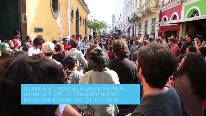 Grupo que ocupa o IPHAN realiza ato cultural em protesto ao governo Michel Temer