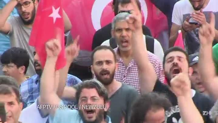 Juízes são afastados e militares presos na Turquia