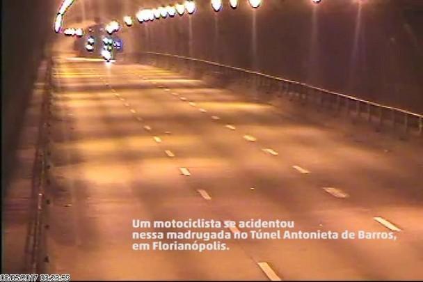 Motociclista se acidenta e é roubado enquanto aguarda socorro em Florianópolis