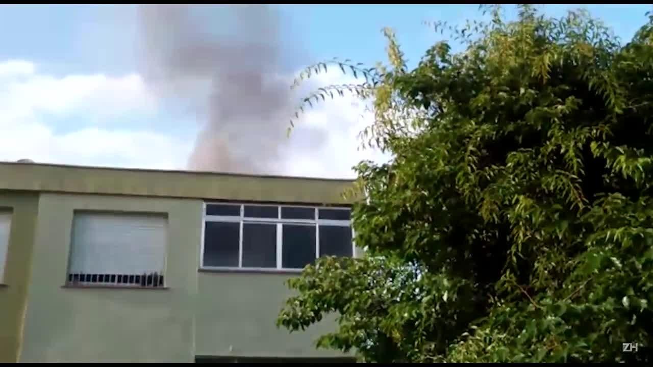 Incêndio atinge prédio em Porto Alegre