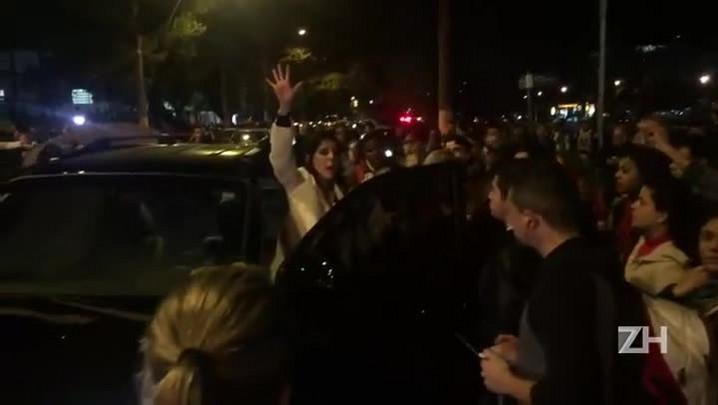 Motorista tenta furar bloqueio de manifestantes e causa confusão na Capital