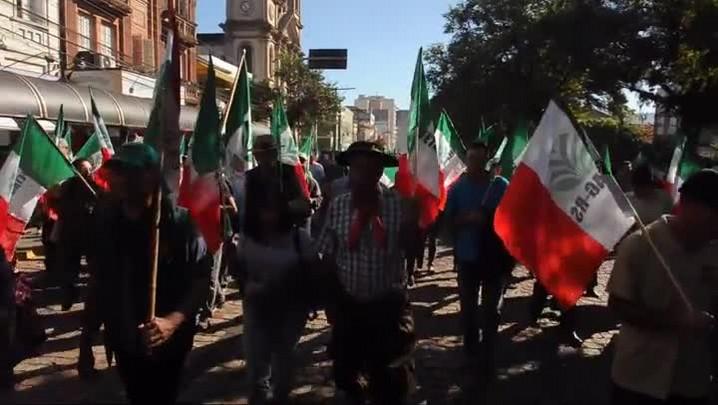 Agricultores fazem manifestação no centro de Santa Maria