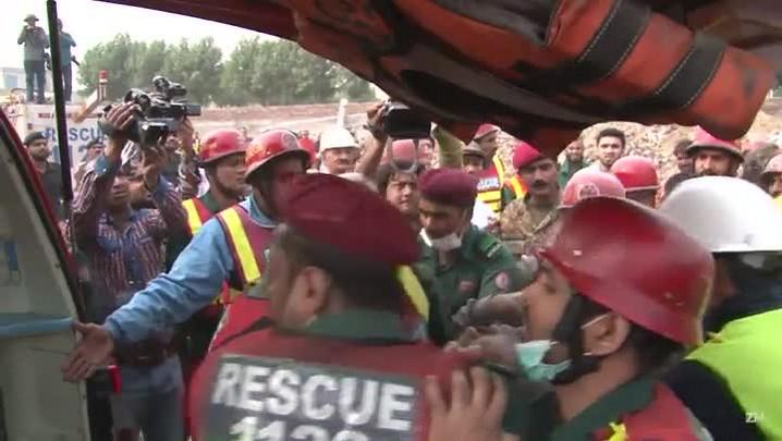 Busca por sobreviventes após desabamento no Paquistão