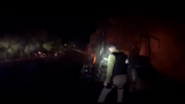 Veja imagens do acidente entre ônibus e caminhão na BR-293, em Dom Pedrito