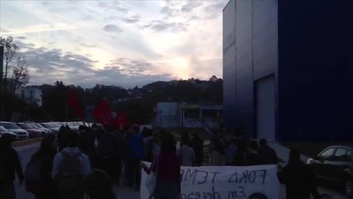 Manifestantes se concentram para o ato contra Temer em Florianópolis