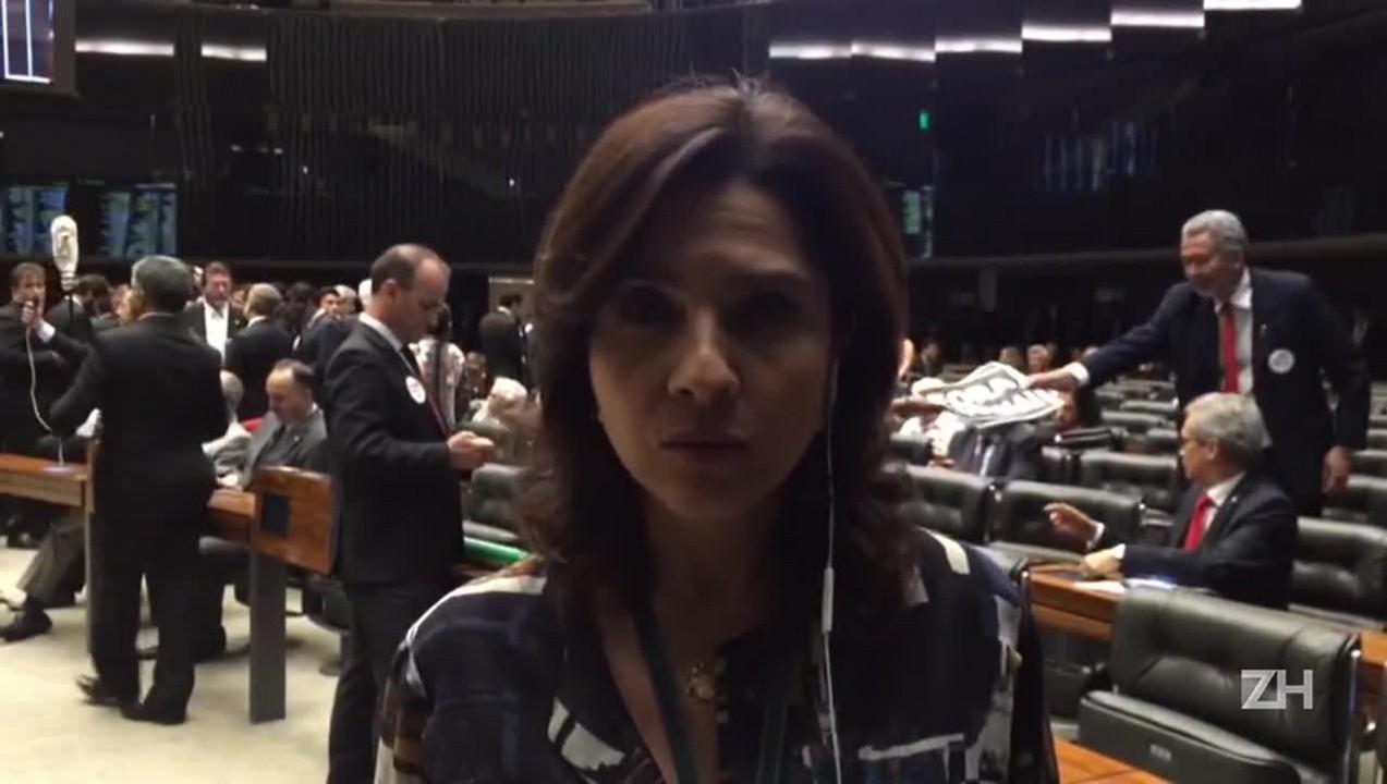Carolina Bahia: Deputados reconhecem desgaste se votação contra Cunha não acontecer