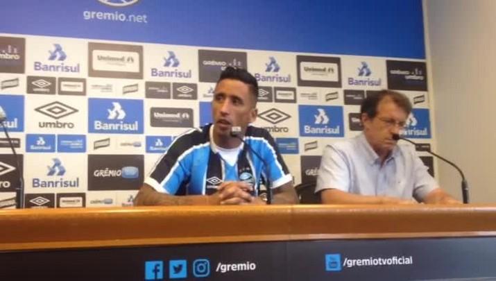 Lucas Barrios é apresentado pelo Grêmio
