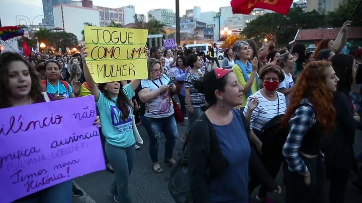 Marcha internacional de mulheres em Florianópolis