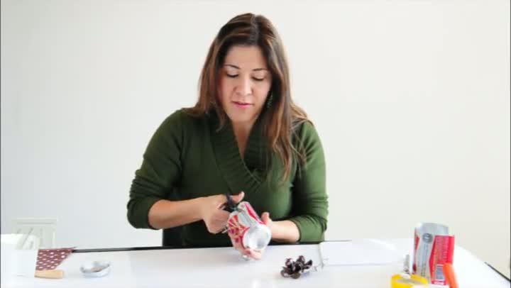 Casa&Cia: artesã ensina a fazer flor de lata