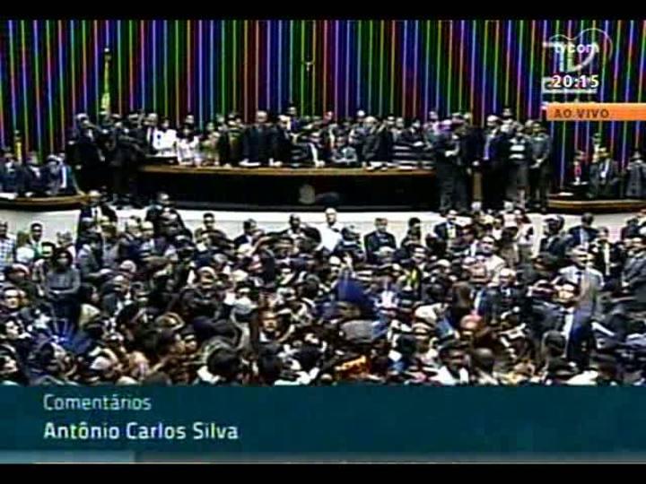 TVCOM 20 Horas - Votação do Estatuto da Juventude e invasão dos índios na Câmara dos Deputados - Bloco 2 - 16/04/2013