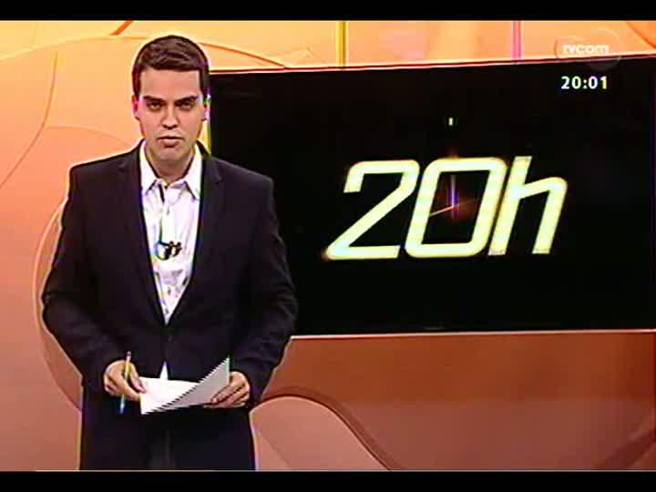 TVCOM 20 Horas - Acompanhe o protesto contra a desapropriação das famílias da avenida Tronco - Bloco 1 - 04/07/2013