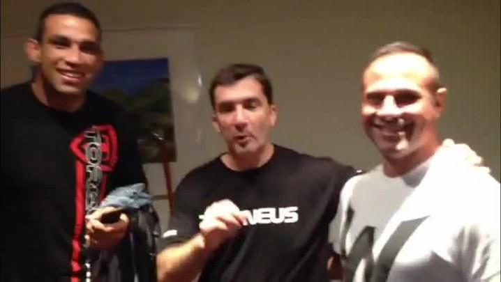 Fabrício Werdum recebe Sérgio Boaz em suíte de hotel