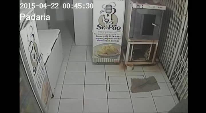 Homem assalta posto em Corupá