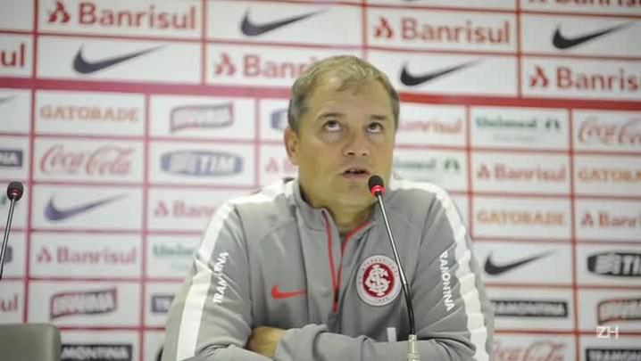 Aguirre defende jogadores após eliminação na Libertadores