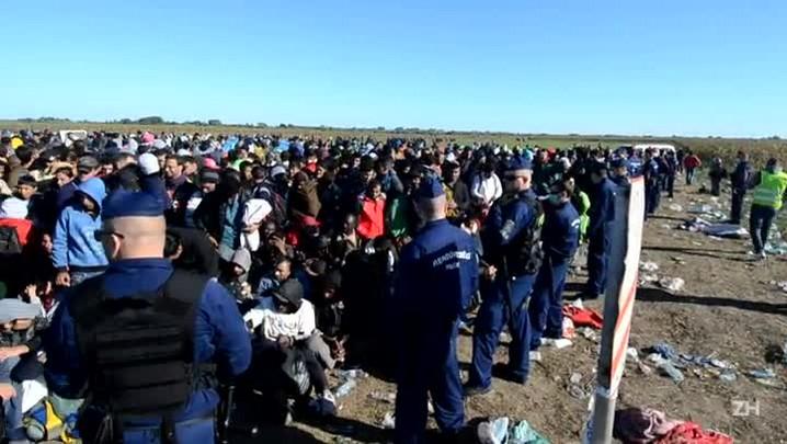 Polícia usa força para conter refugiados