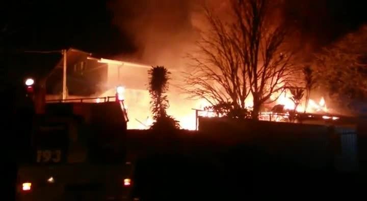 Fogo destrói casa no bairro Bom Retiro em Joinville