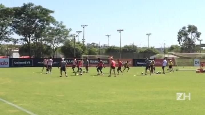 Após academia, Inter trabalha no campo do CT Parque Gigante