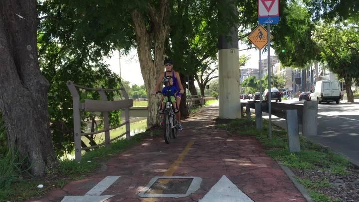 Uma volta de bike com Carla Fachim e Lorenzo