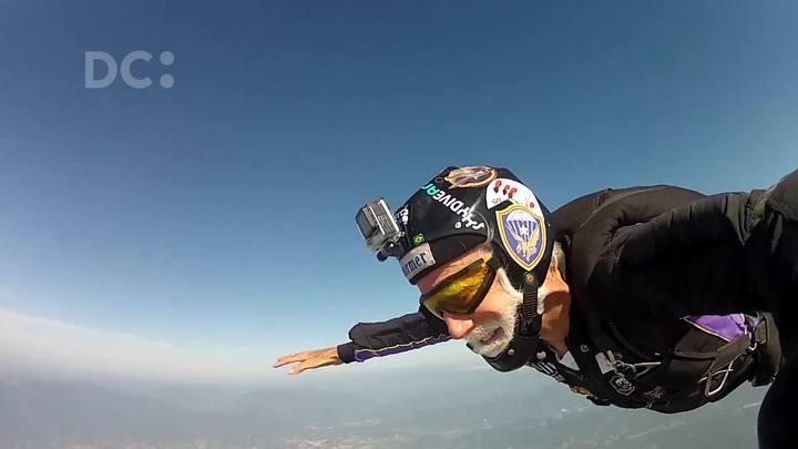 Veja alguns saltos do paraquedista Luiz Schirmer