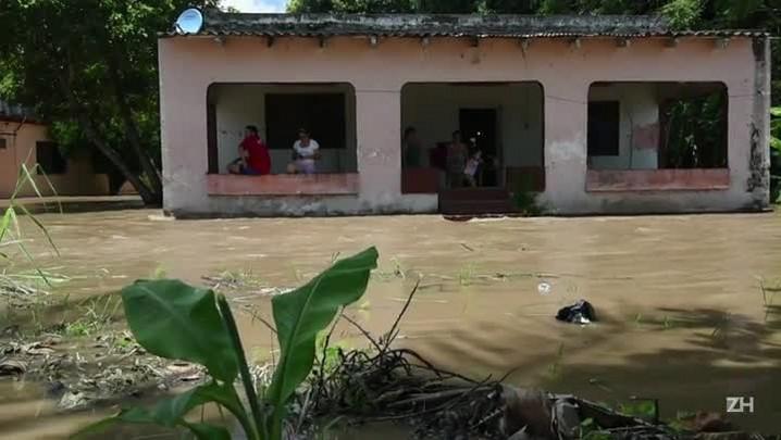 México sofre com tempestades tropicais