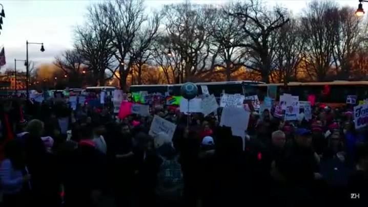 Mulheres protestam contra Trump no Common Park
