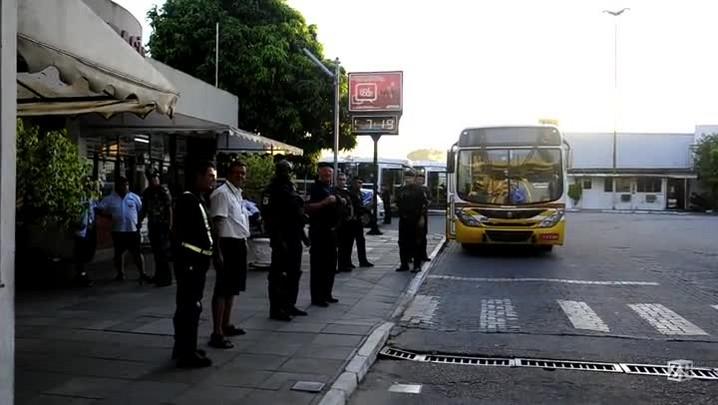 Carris tem ônibus bloqueados em garagem