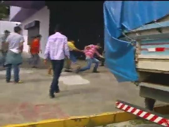 TVCOM 20 Horas - Protesto contra ocupação de áreas por índios termina em violência no norte do Estado - Bloco 1 - 17/09/2014
