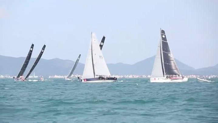 Veleiros invadem o mar de Jurerê