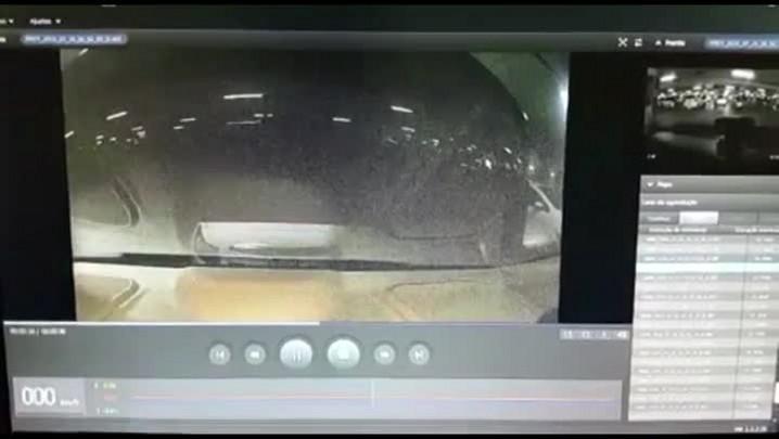 Câmera registra furto em carro em Joinville