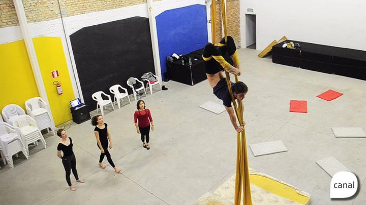 Tecido acrobático é alternativa para quem quer fortalecer o corpo