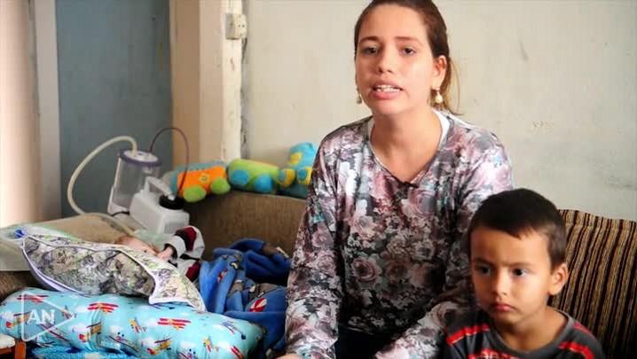 Sem diagnóstico em Joinville, menino de dois anos com corpo de recém-nascido precisa de ajuda para viajar