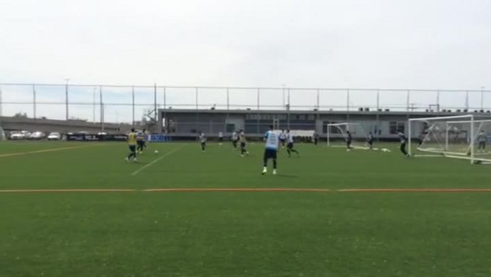 Treino de posse de bola no Grêmio