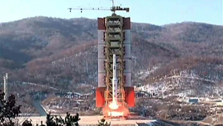 Coreia do Norte testa mísseis de médio alcance